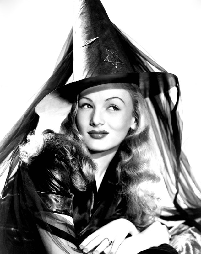 vintage-halloween-pinup-veronica-lake